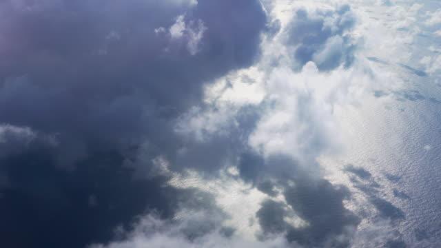 vídeos y material grabado en eventos de stock de nubes desde el punto de vista de la aeronave - arriba de