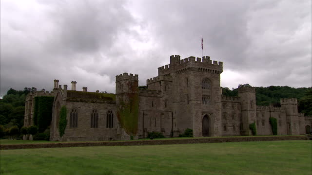 clouds hang over hampton court castle in herefordshire. available in hd. - herefordshire stock videos & royalty-free footage