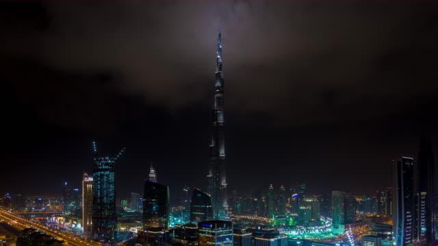 clouds hitting burj khalifa at night - burj khalifa stock videos & royalty-free footage