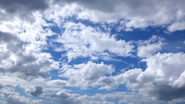 4k: clouds in blue sky, time lapse - fast motion time lapse stock videos & royalty-free footage