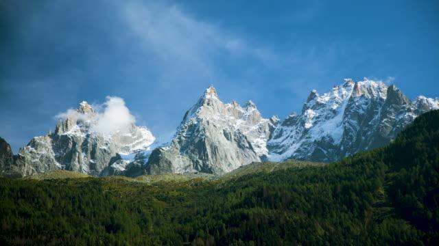 vídeos de stock, filmes e b-roll de clouds in the alps - rhône alpes