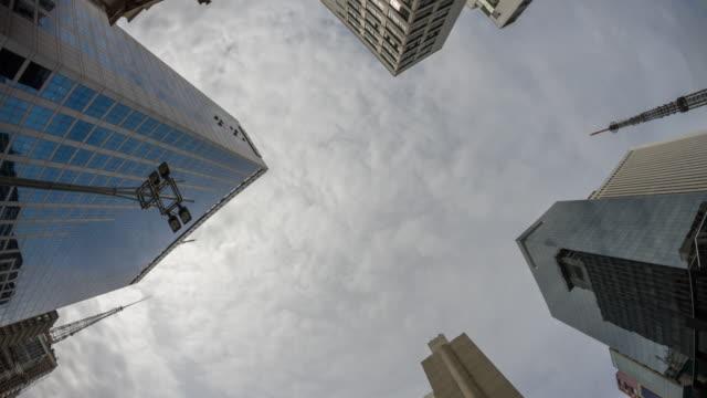 vídeos de stock, filmes e b-roll de clouds in the sky - vista de baixo para cima