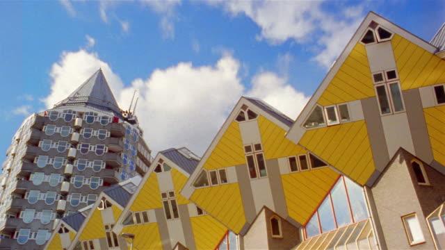 vídeos y material grabado en eventos de stock de clouds move over rotterdam, netherlands. - rotterdam