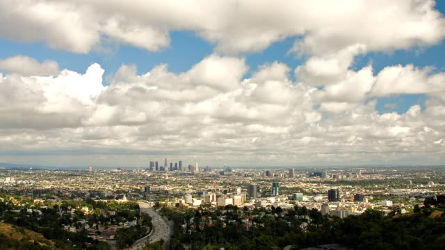 vídeos y material grabado en eventos de stock de t/l ws ha clouds moving across los angeles, us route 101 hollywood freeway and hollywood in foreground, los angeles, california, usa - panorámica
