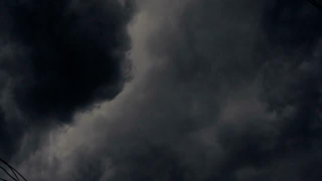 HD: Wolken vor Regen kommen