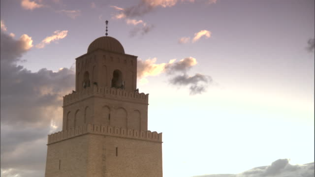 stockvideo's en b-roll-footage met ws clouds moving in background / kairouan, kairouan governorate, tunisia - tunesië