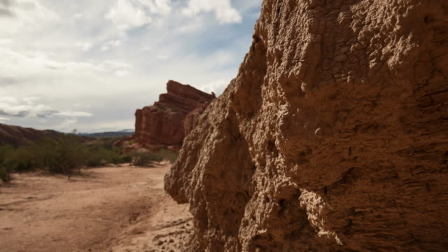 stockvideo's en b-roll-footage met clouds moving over red rocks in the andes in argentina - supersensorisch