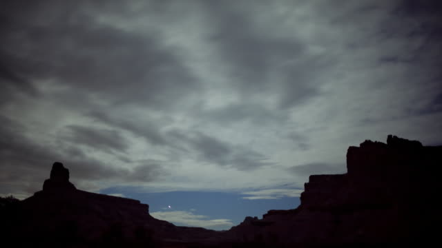 t/l ws clouds moving over rocks / green river, utah, usa - river green stock videos & royalty-free footage