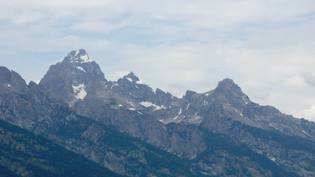 t/l ws clouds moving over snowy mountains/ grand teton national park, wyoming - grand teton stock-videos und b-roll-filmmaterial