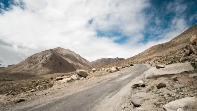 Moln som rör sig över de berg, Leh, Ladakh, Jammu och Kashmir, Indien