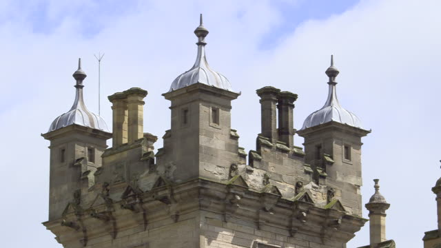 vídeos de stock, filmes e b-roll de ms clouds moving over turrets on exterior of floors castle / united kingdom - realeza britânica