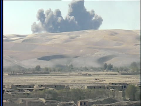 vidéos et rushes de clouds of smoke from bomb blasts on afghan hillsides war in afghanistan 2001 - guerre d'afghanistan : de 2001 à nos jours