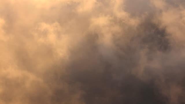 日本では、朝の摩周湖の雲 - かすみ点の映像素材/bロール