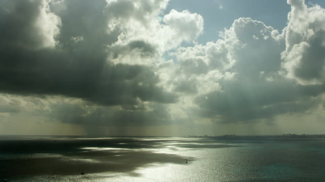 vídeos de stock, filmes e b-roll de clouds over bay at cancun mexico - baía