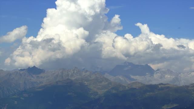 雲に高い山脈 tl - 北チロル点の映像素材/bロール