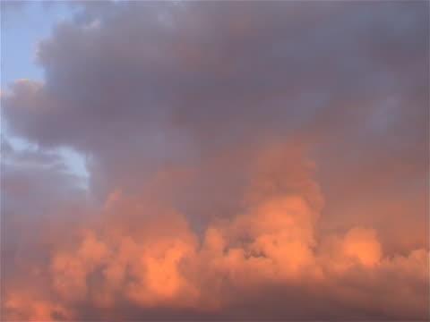 vídeos de stock, filmes e b-roll de nuvens sobre o holland catorze (time-lapse - bomba de ar