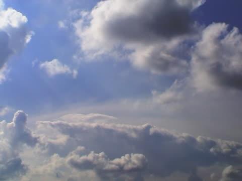 vídeos de stock, filmes e b-roll de nuvens sobre o holland nove (time-lapse - bomba de ar