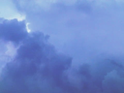 vídeos de stock, filmes e b-roll de nuvens sobre o holland thirtyone (primeira parte) (time-lapse - bomba de ar