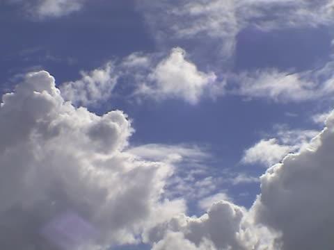 vídeos de stock, filmes e b-roll de nuvens sobre o holland três (time-lapse - bomba de ar