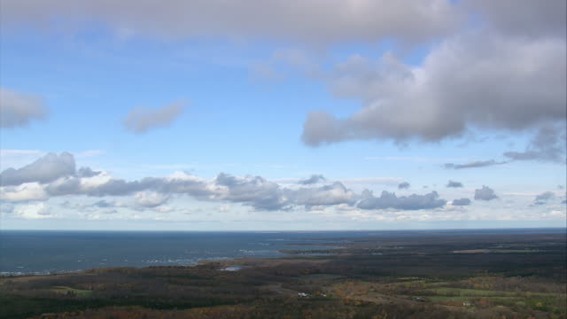 stockvideo's en b-roll-footage met pan clouds over lake ontario / new york, united states - ontariomeer