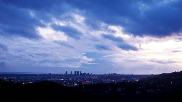 0012 雲にロサンゼルスでサンセット 4 k - センターシティ点の映像素材/bロール