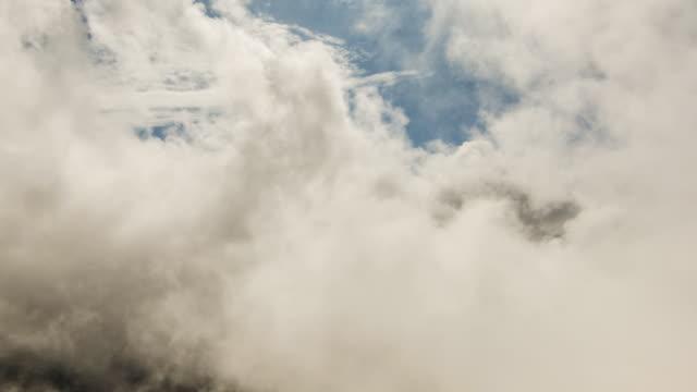 clouds over mountains - siebenbürgen stock-videos und b-roll-filmmaterial