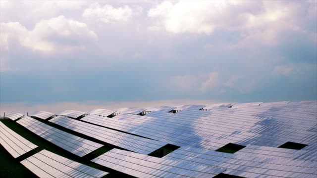 vídeos de stock e filmes b-roll de clouds over solar power station cinemagraph - painel solar