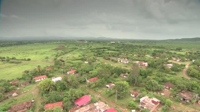 clouds over trinidad on cuba - ヤシ点の映像素材/bロール