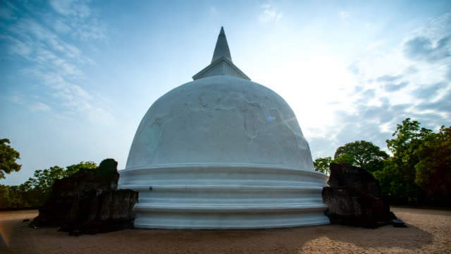 clouds pass over mirisawetiya vihara stupa, sri lanka. - sri lankan culture stock videos & royalty-free footage