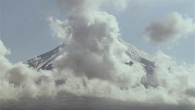 t/l ms clouds passing in front of snow-covered mount fuji / yamanashi prefecture, japan - majestic stock videos & royalty-free footage