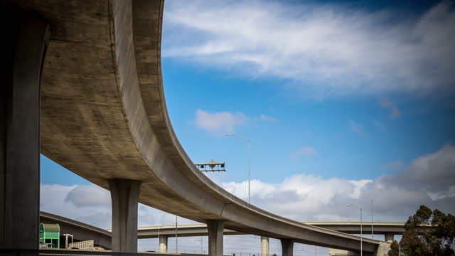vidéos et rushes de clouds passing over freeway overpass - timelapse - vue en contre plongée verticale