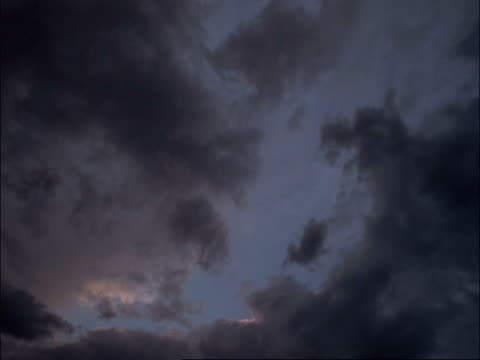 T/L clouds passing overhead, night turning in