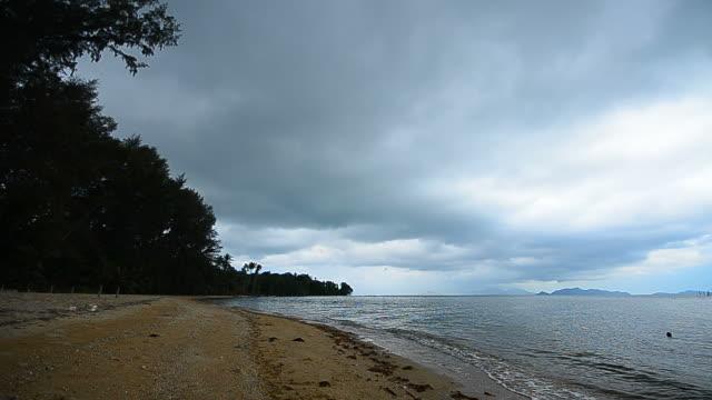 stockvideo's en b-roll-footage met clouds storm over the sea - hd format