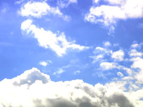 clouds sweden. - meno di 10 secondi video stock e b–roll