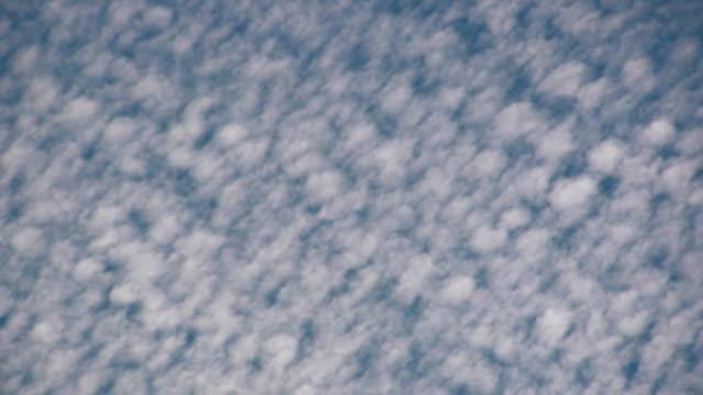 vídeos de stock e filmes b-roll de hd: nuvens, time lapse - claraboia