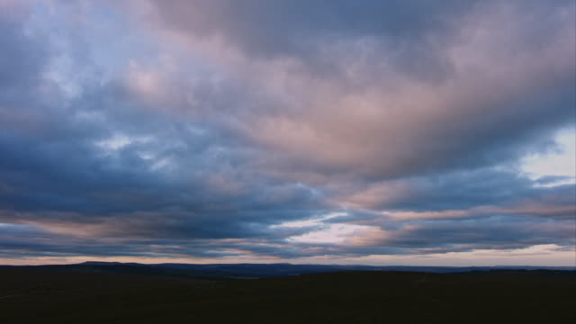 cloudscape at dawn - stimmungsvoller himmel stock-videos und b-roll-filmmaterial