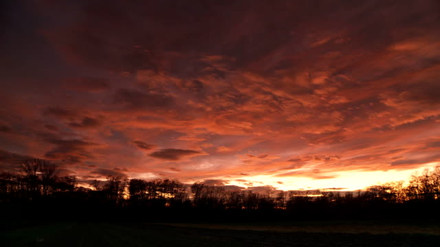 HD TIME LAPSE: Cloudscape At Sunset
