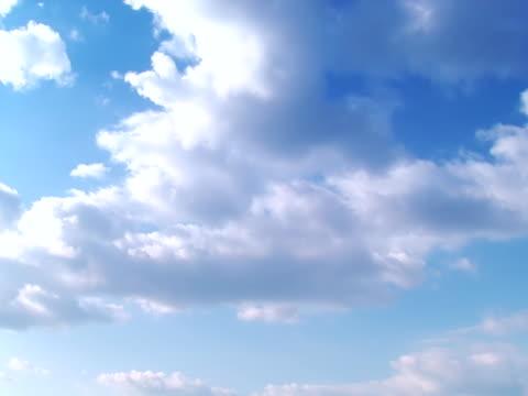 vídeos de stock, filmes e b-roll de cloudscape-parte 1 de 4, intervalo de tempo - imagem tonalizada