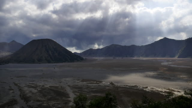 cloudscape time lapse at volcanic valley, bromo tengger semeru national park, indonesia (4k) - bromo tengger semeru national park stock videos & royalty-free footage