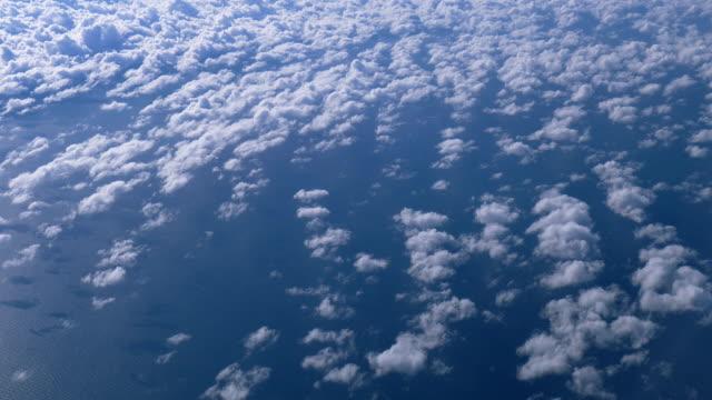 Cloudscape vue depuis une fenêtre de l'avion