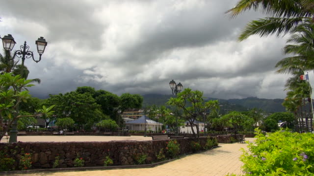 cloudy day at the park in tahiti - tahiti video stock e b–roll