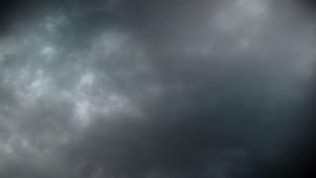 vídeos de stock, filmes e b-roll de nublado late summer storm cloudscape sky time-lapse 4k video - usa