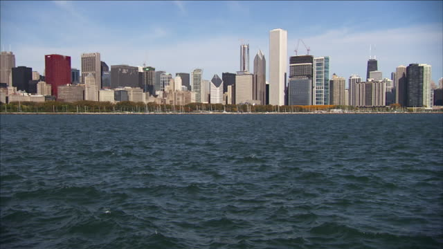 a cloudy sky outlines the chicago skyline beyond lake michigan. - two prudential plaza stock videos & royalty-free footage