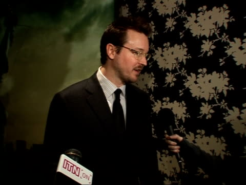 celebrity screening; matt reeves photocall infront of film poster, talking to press and interview sot - from other crew - on his monster... - film screening stock videos & royalty-free footage