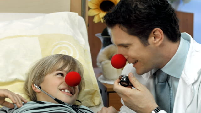 hd dolly: clown doctor entertaining a sick child - clown stock videos & royalty-free footage