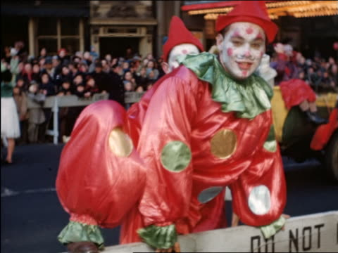 1944/45 2 clowns on float posing for camera in Macy's Thanksgiving Day Parade / newsreel