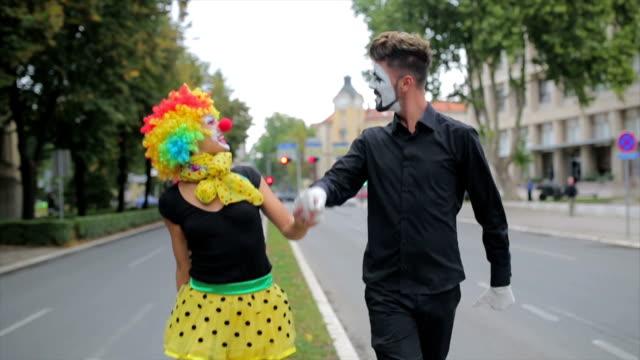 Clowns, Wandern