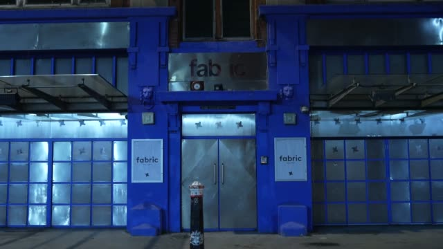 clsoed fabric nightclub in the heart of london at steadicam - uk nightlife struggle amid coronavirus pandemic on october 19, 2020 in london, england. - stabilized shot stock videos & royalty-free footage