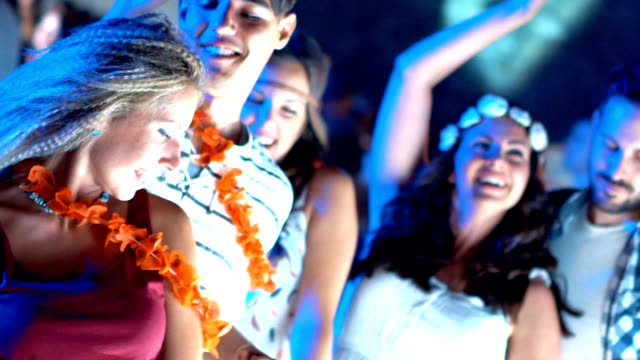 clubbing in zeitlupe. - fasching stock-videos und b-roll-filmmaterial