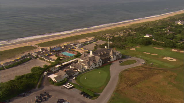 AERIAL, Clubhouse and beach at Maidstone Golf Club, East Hampton, New York, USA